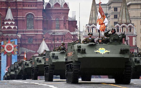 Xe bọc thép chở quân BTR-MDM Rakushka trong Lễ diễu binh kỷ niệm 76 năm Chiến thắng trong Chiến tranh Vệ quốc Vĩ đại - Sputnik Việt Nam