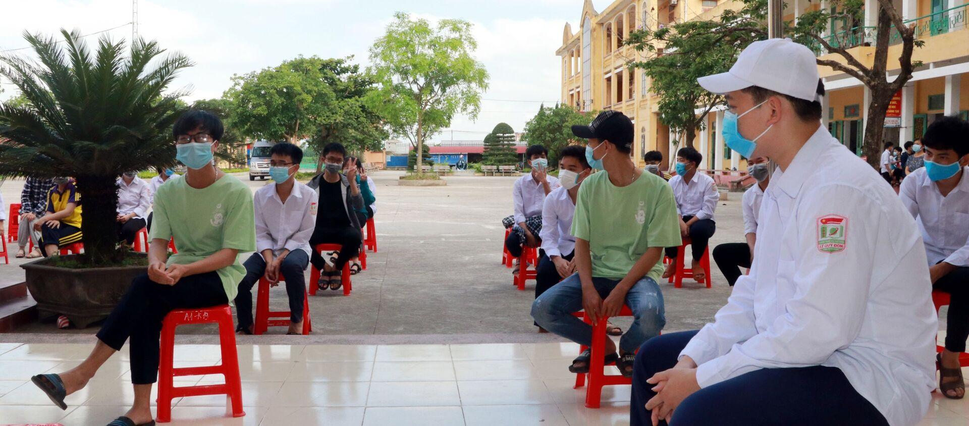 COVID-19: Xét nghiệm cho hơn 1.000 giáo viên và học sinh ở Nam Định - Sputnik Việt Nam, 1920, 14.05.2021
