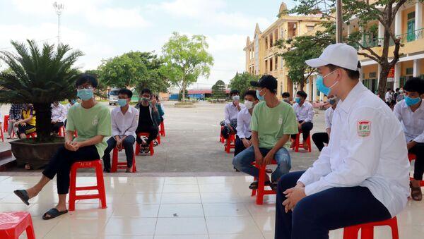 COVID-19: Xét nghiệm cho hơn 1.000 giáo viên và học sinh ở Nam Định - Sputnik Việt Nam