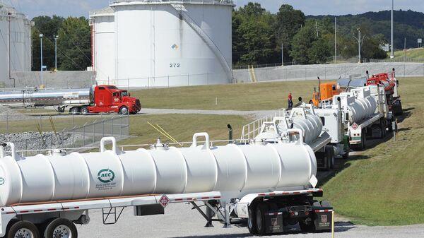 Xe bồn tại cơ sở Đường ống Thuộc địa ở Pelham, Alabama - Sputnik Việt Nam