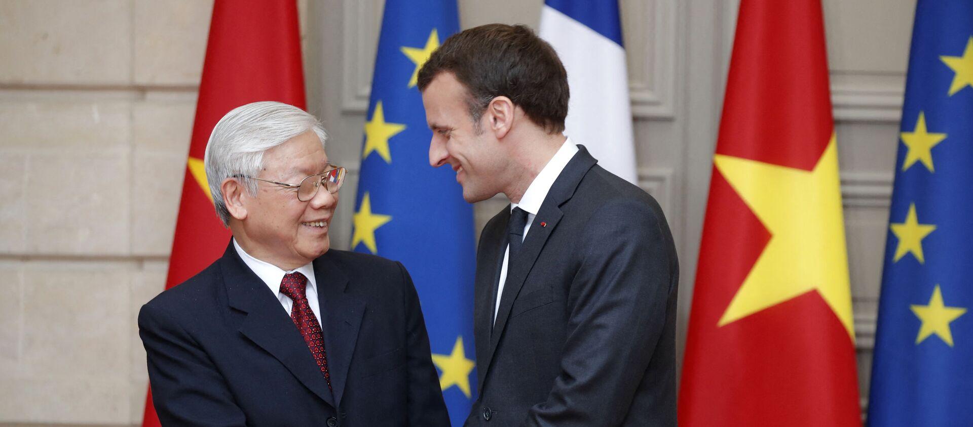 Tổng bí thư Nguyễn Phú Trọng và Emmanuel Macron. - Sputnik Việt Nam, 1920, 12.05.2021