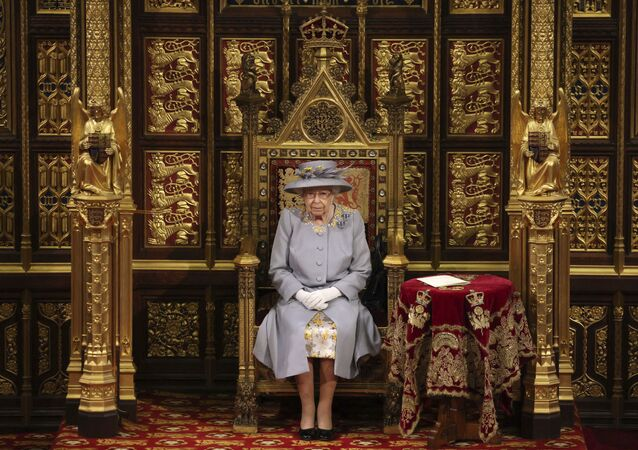 Nữ hoàng Elizabeth II của Vương quốc Anh có bài phát biểu trước Viện Quý tộc tại Điện Westminster ở London