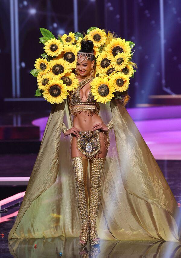 Hoa hậu Cộng hòa Dominica Kimberly Jimenez trong phần trình diễn trang phục dân tộc tại cuộc thi Hoa hậu Hoàn vũ lần thứ 69 - Sputnik Việt Nam