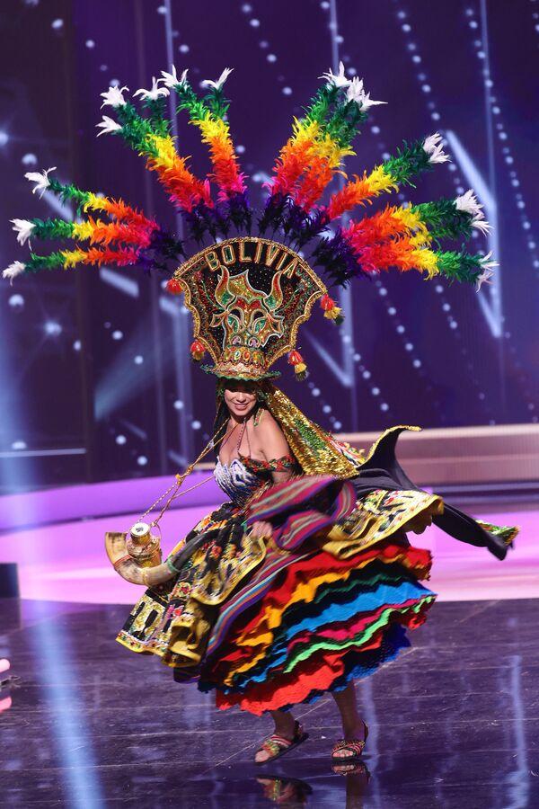 Hoa hậu Bolivia Lenka Nemer trong phần trình diễn trang phục dân tộc tại cuộc thi Hoa hậu Hoàn vũ lần thứ 69 - Sputnik Việt Nam