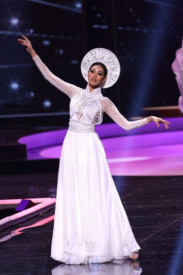 Hoa hậu Việt Nam Nguyễn Trần Khánh Vân trong phần trình diễn trang phục dân tộc tại cuộc thi Hoa hậu Hoàn vũ lần thứ 69 - Sputnik Việt Nam
