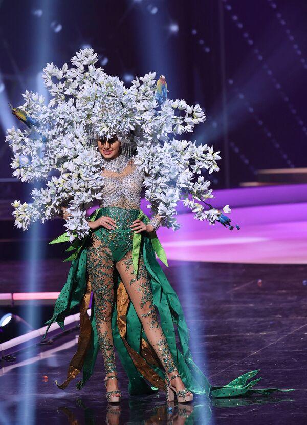 Hoa hậu Salvador Vanessa Velazquez trong phần trình diễn trang phục dân tộc tại cuộc thi Hoa hậu Hoàn vũ lần thứ 69 - Sputnik Việt Nam