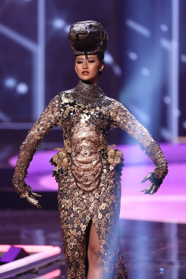Hoa hậu Indonesia Ayu Mawlida Putri trong buổi trình diễn trang phục dân tộc của cuộc thi Hoa hậu Hoàn vũ lần thứ 69 - Sputnik Việt Nam