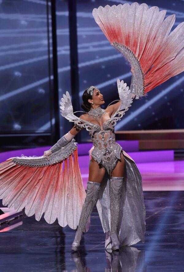 Hoa hậu Peru Janick Maceta Del Castillo trong phần trình diễn trang phục dân tộc tại cuộc thi Hoa hậu Hoàn vũ lần thứ 69 - Sputnik Việt Nam