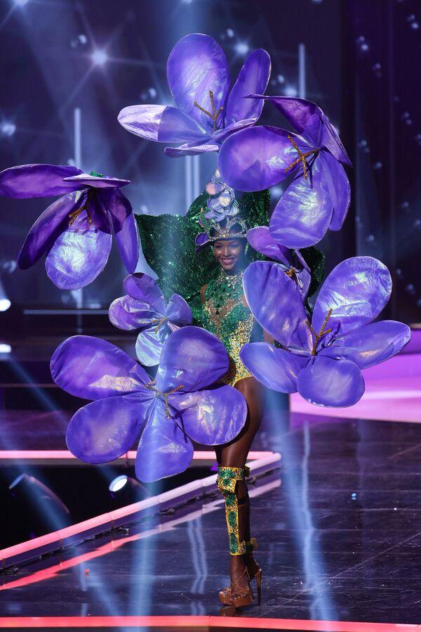 Hoa hậu Jamaica Miqueal-Symone Williams trong buổi trình diễn trang phục dân tộc của cuộc thi Hoa hậu Hoàn vũ lần thứ 69  - Sputnik Việt Nam
