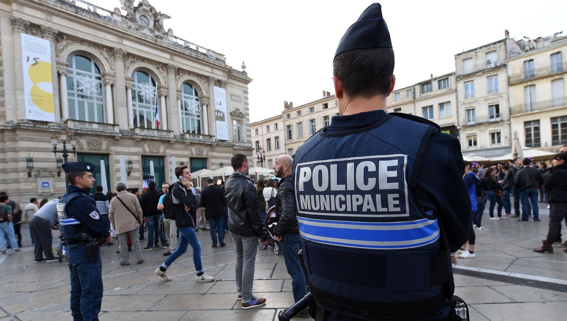 Cảnh sát Pháp làm nhiệm vụ trên đường phố ở Montpellier - Sputnik Việt Nam, 1920, 16.05.2021
