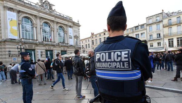 Cảnh sát Pháp làm nhiệm vụ trên đường phố ở Montpellier - Sputnik Việt Nam