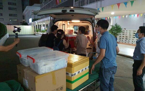 Tạng hiến tặng được đoàn hộ tống đưa về tới Bệnh viện Chợ Rẫy rạng sáng ngày 17/5/2021. - Sputnik Việt Nam