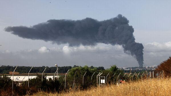 Cột khói dày cuồn cuộn ở Dải Gaza sau cuộc không kích của Israel - Sputnik Việt Nam