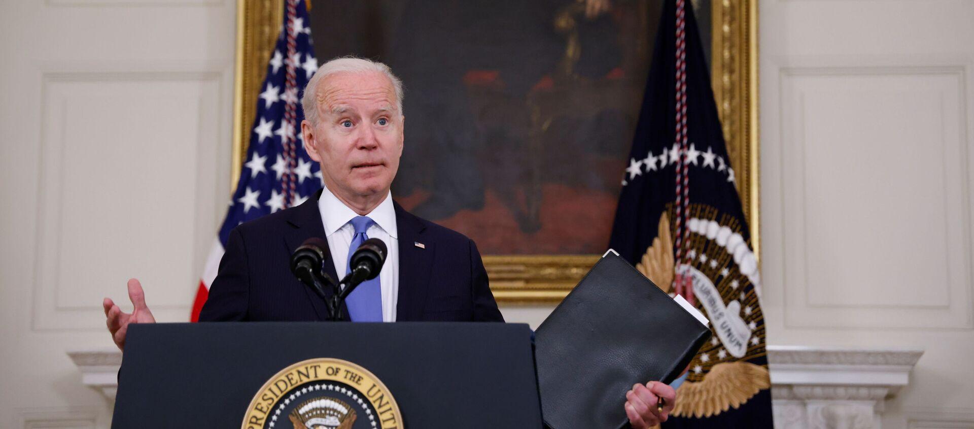 Tổng thống Hoa Kỳ Joe Biden phát biểu về tình trạng Kế hoạch Giải cứu người Mỹ của ông từ Phòng ăn Nhà nước tại Nhà Trắng ở Washington, D.C., Hoa Kỳ, ngày 5 tháng 5 năm 2021 - Sputnik Việt Nam, 1920, 19.05.2021