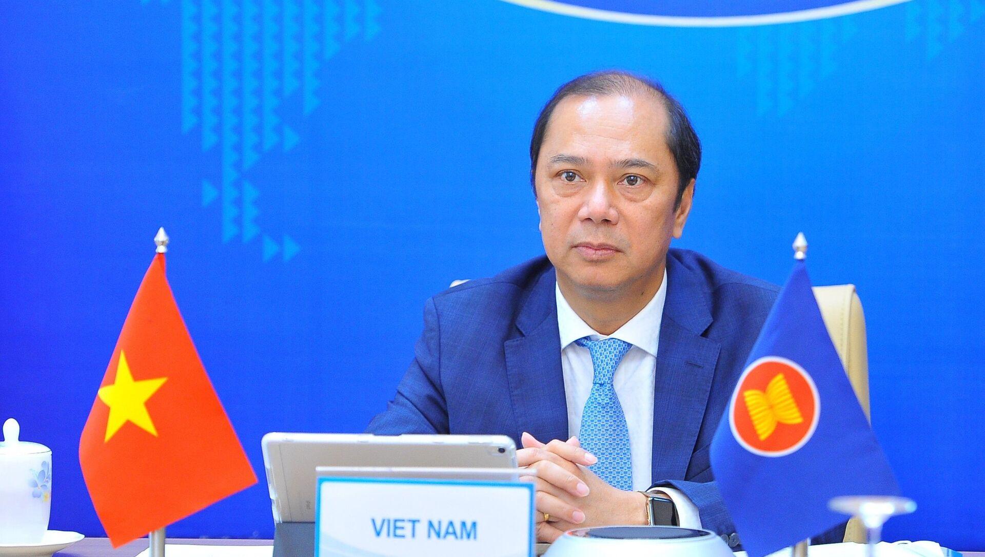 Thứ trưởng Bộ Ngoại giao Nguyễn Quốc Dũng dự Tham vấn Quan chức cấp cao ASEAN - Trung Quốc lần thứ 27 - Sputnik Việt Nam, 1920, 19.05.2021
