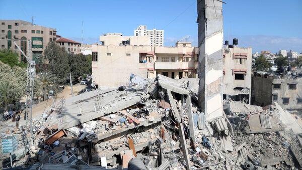 Những tòa nhà bị phá hủy ở Dải Gaza vì hứng đòn không kích của Israel. - Sputnik Việt Nam