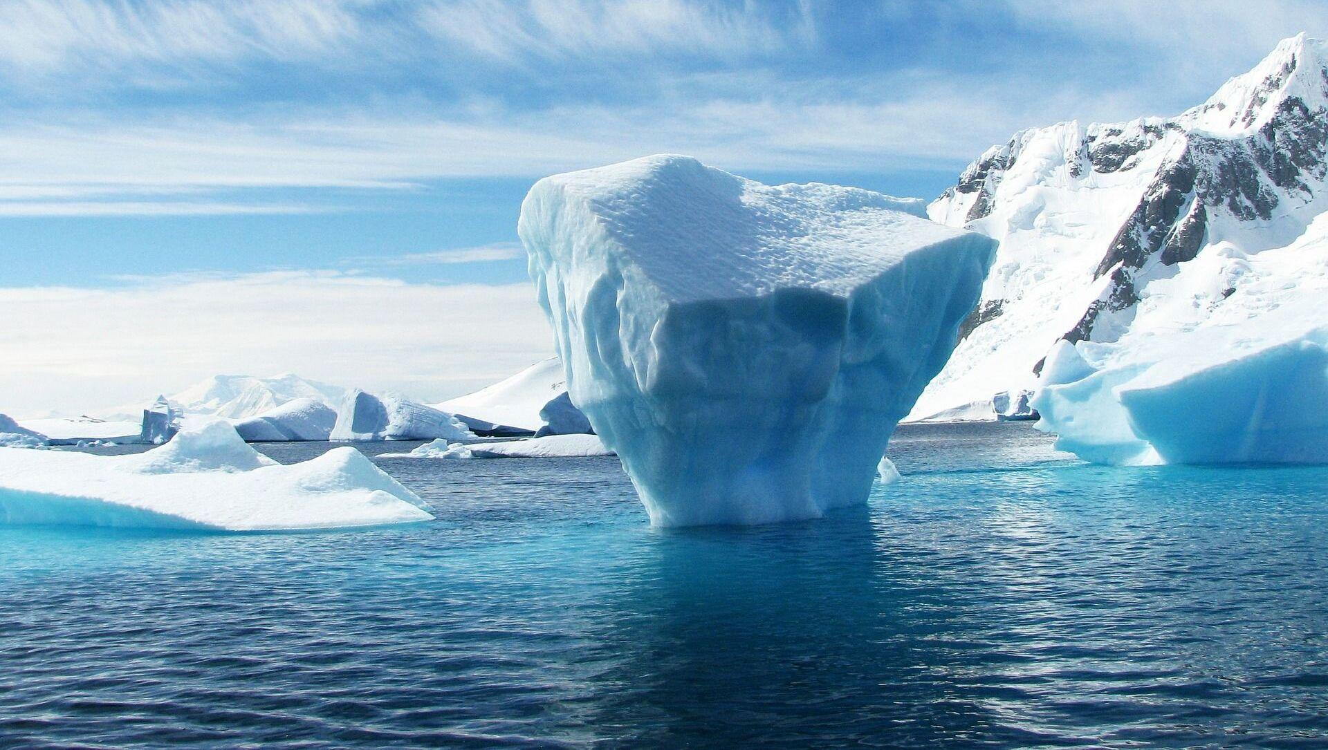 Tảng băng trôi đang tan chảy ở Nam Cực. - Sputnik Việt Nam, 1920, 19.05.2021