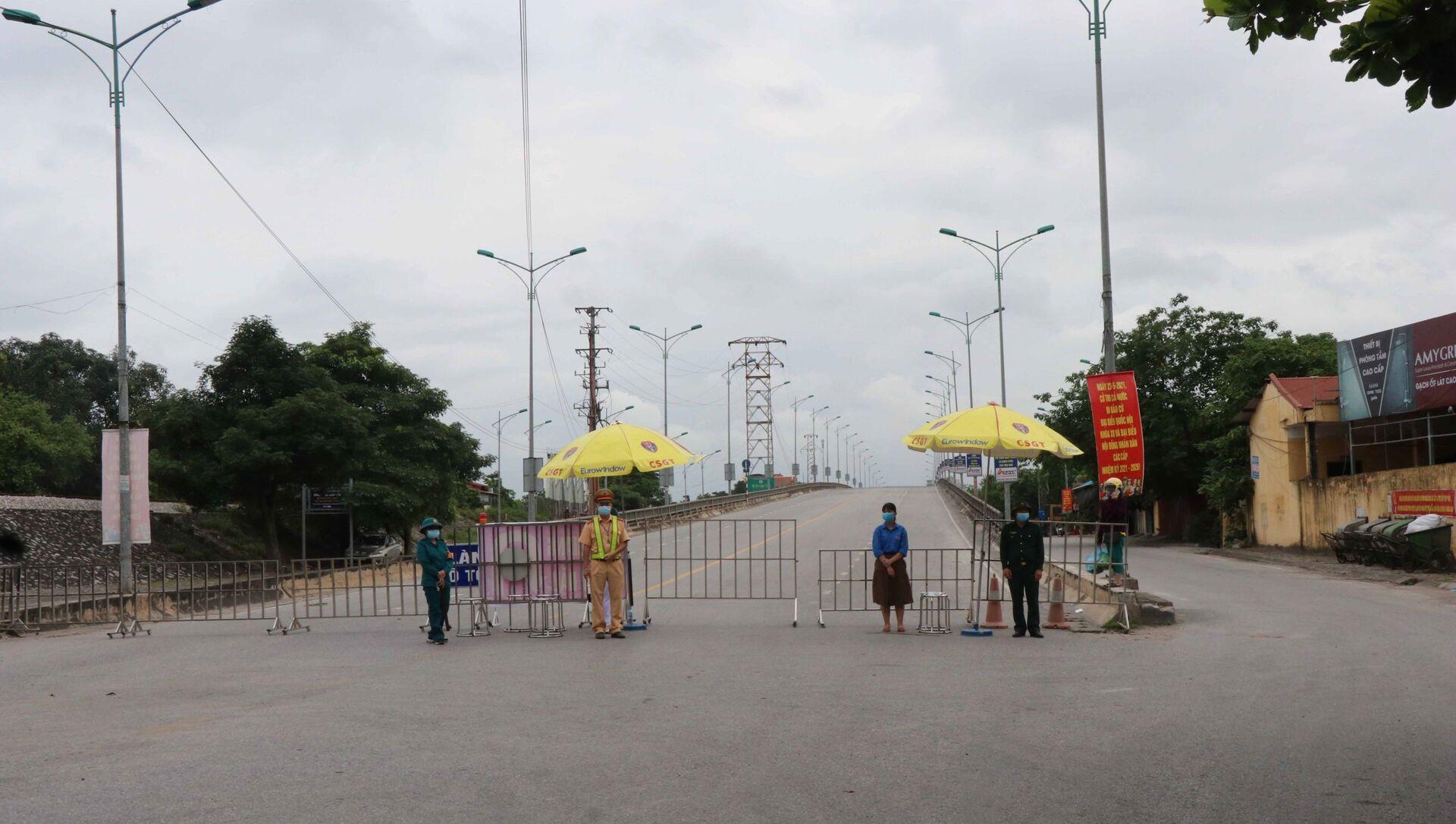 Chốt kiểm soát dịch bệnh COVID-19 tại cầu Như Nguyệt ngăn giữa phường Đáp Cầu, thành phố Bắc Ninh và huyện Việt Yên, tỉnh Bắc Giang - Sputnik Việt Nam, 1920, 20.05.2021