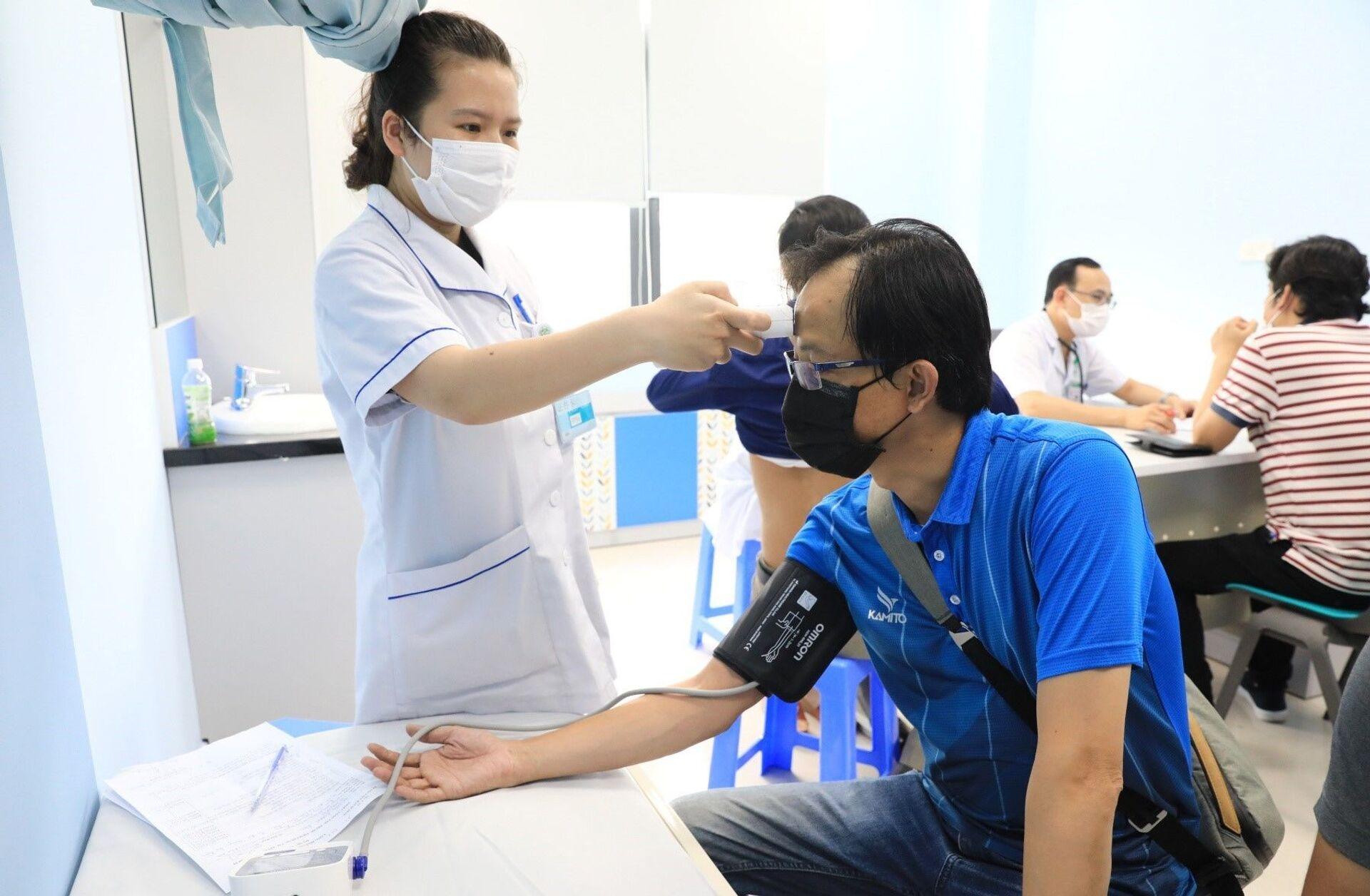 Chuyên gia y tế Việt Nam lý giải vì sao người trẻ cũng không thể chủ quan với Covid-19 - Sputnik Việt Nam, 1920, 19.05.2021