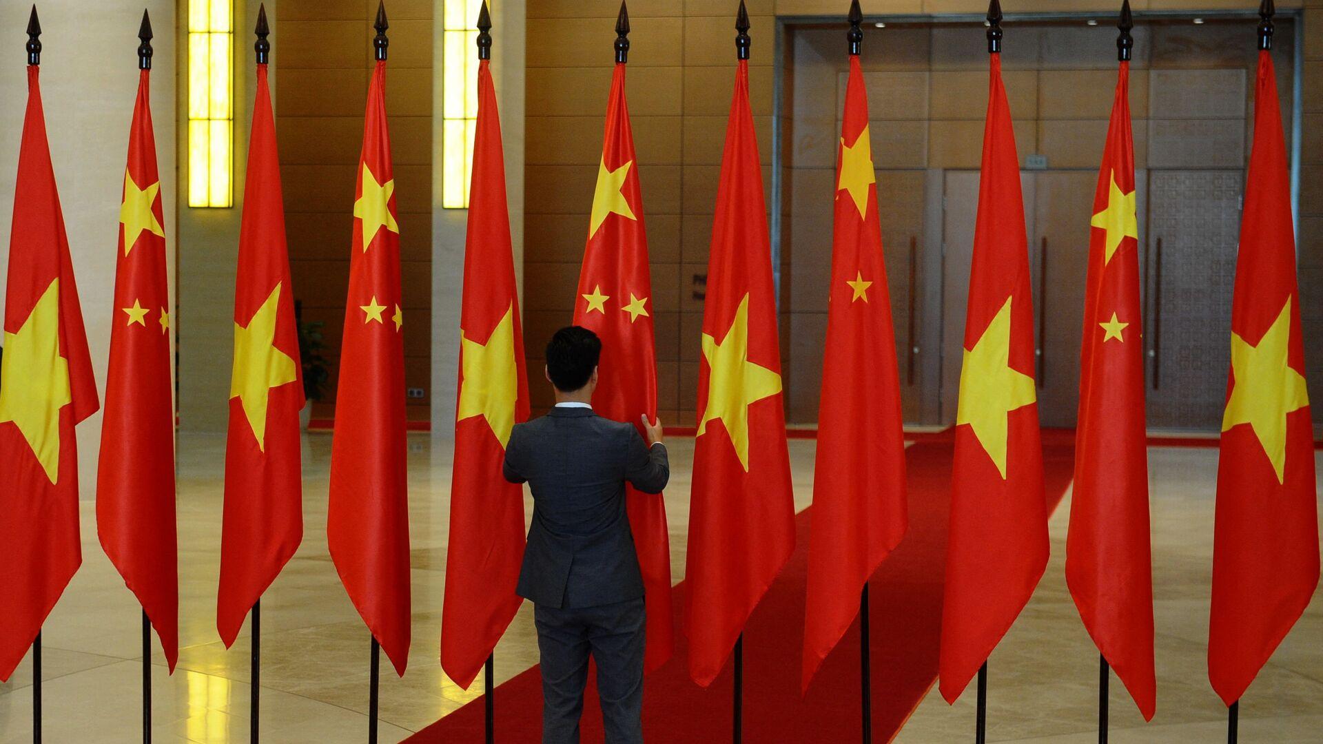 Lá cờ Việt Nam và Trung Quốc tại Quốc Hội Việt Nam - Sputnik Việt Nam, 1920, 20.05.2021