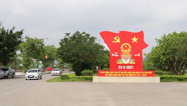 Đẩy mạnh tuyên truyền trực quan về bầu cử trên trục đường Tràng An, thành phố Ninh Bình. - Sputnik Việt Nam