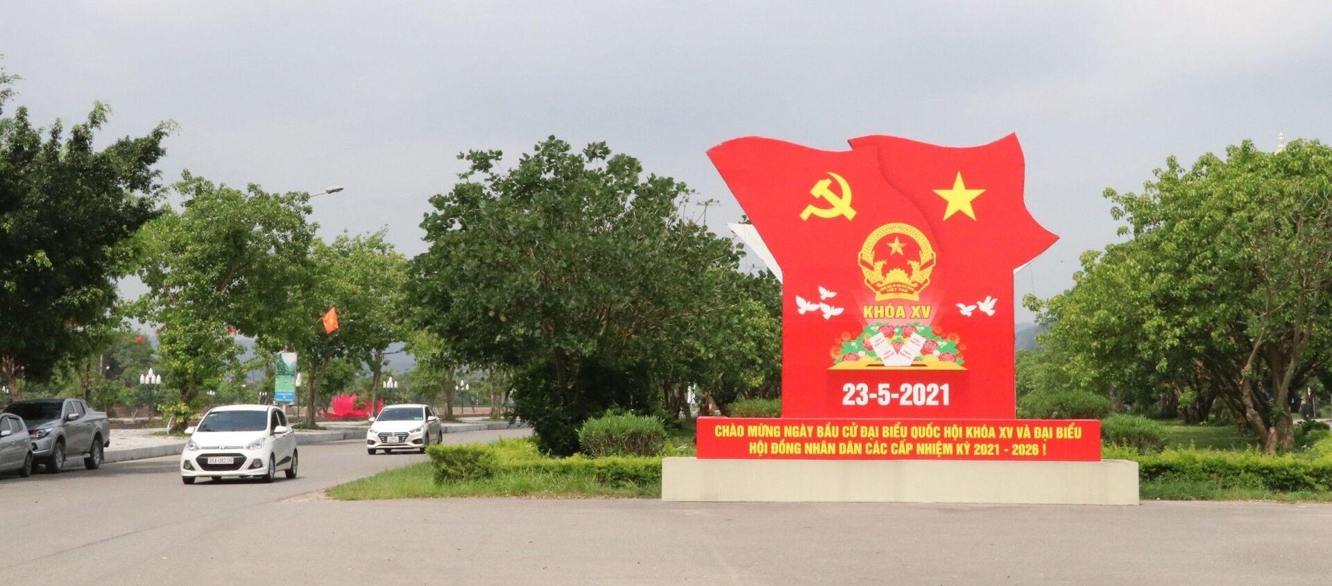 Đẩy mạnh tuyên truyền trực quan về bầu cử trên trục đường Tràng An, thành phố Ninh Bình. - Sputnik Việt Nam, 1920, 20.05.2021