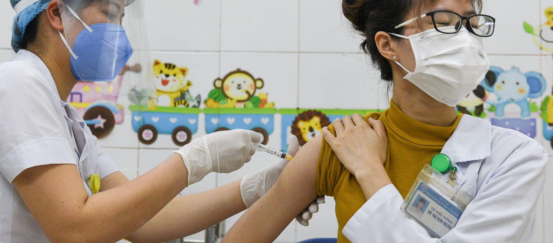 Tiêm vắc xin AstraZeneca ở Việt Nam - Sputnik Việt Nam, 1920, 21.05.2021