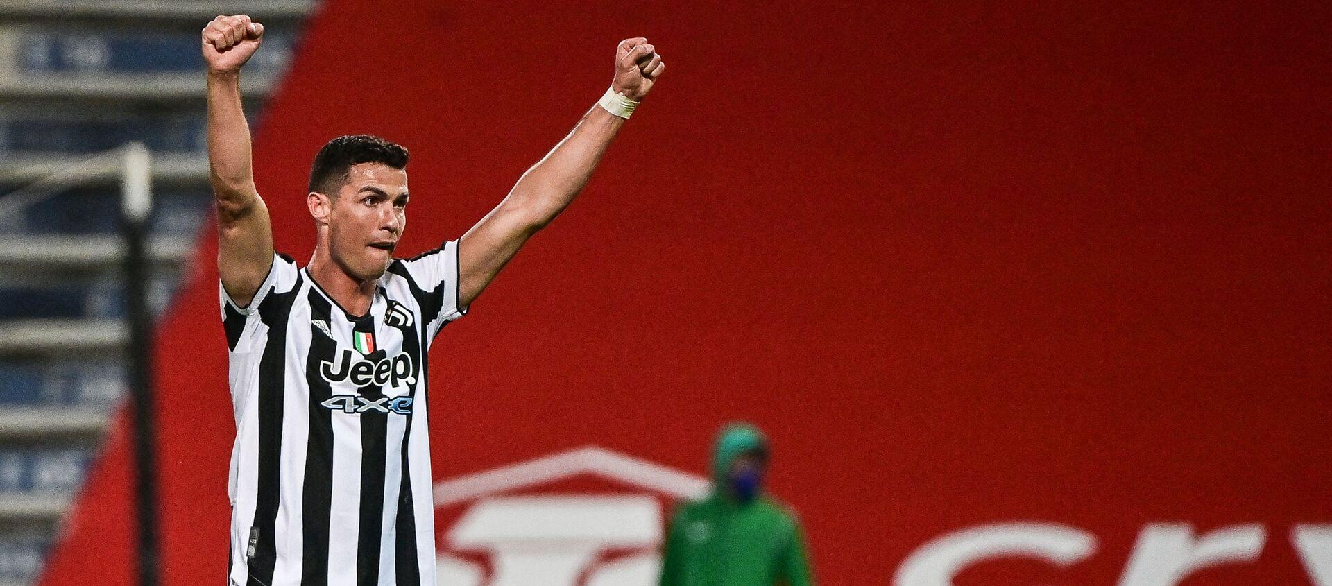 Tiền đạo Cristiano Ronaldo của Bồ Đào Nha ăn mừng chiến thắng trong trận chung kết Cúp quốc gia Ý. - Sputnik Việt Nam, 1920, 21.05.2021