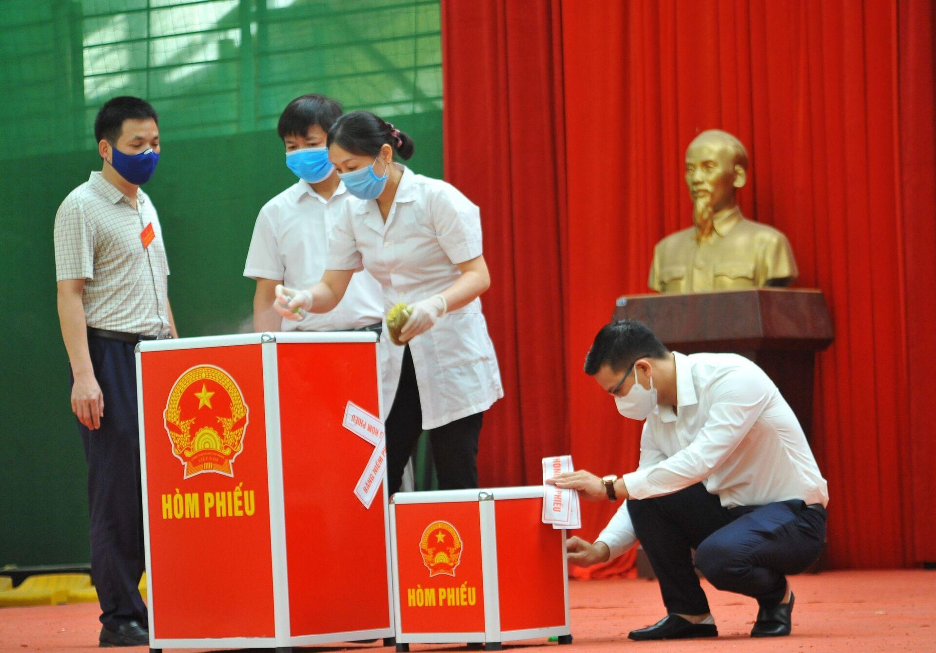 Hơn 3.200 cử tri bỏ phiếu sớm ở tâm dịch Bắc Ninh - Sputnik Việt Nam, 1920, 22.05.2021