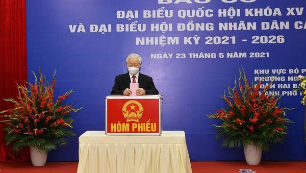Tổng Bí thư Nguyễn Phú Trọng bỏ phiếu bầu ĐBQH và HĐND các cấp tại phường Nguyễn Du, quận Hai Bà Trưng, Hà Nội - Sputnik Việt Nam