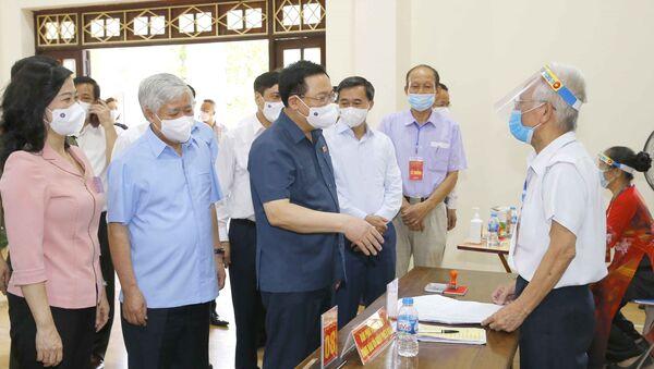 Chủ tịch Quốc hội Vương Đình Huệ kiểm tra công tác bầu cử tại tỉnh Bắc Ninh - Sputnik Việt Nam