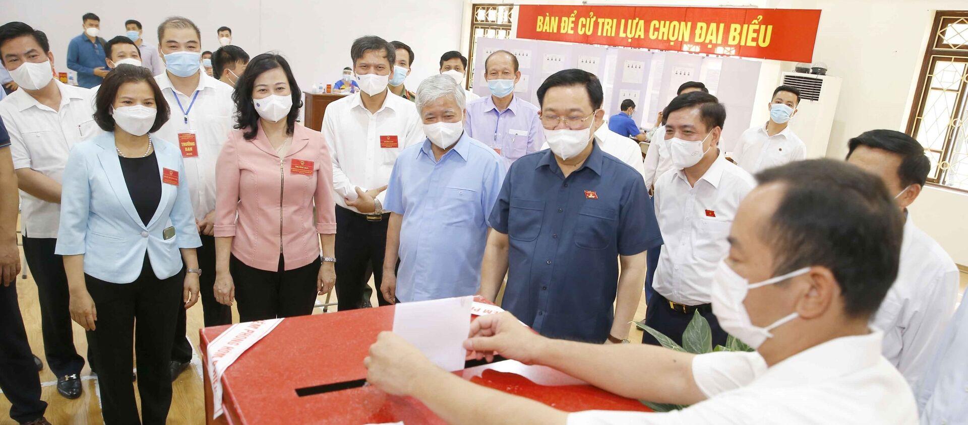 Chủ tịch Quốc hội Vương Đình Huệ kiểm tra công tác bầu cử tại tỉnh Bắc Ninh - Sputnik Việt Nam, 1920, 25.05.2021