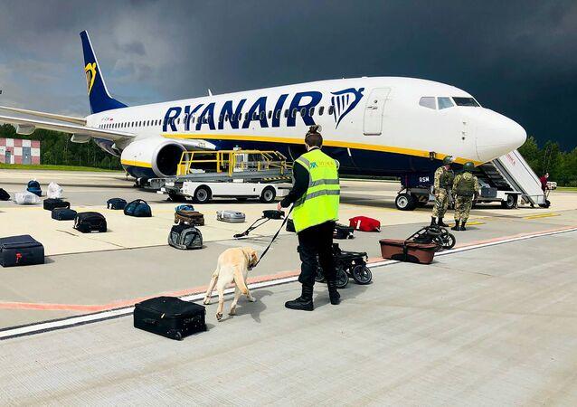 Chiếc máy bay của hãng hang không Ryanair tại sân bay Minsk.