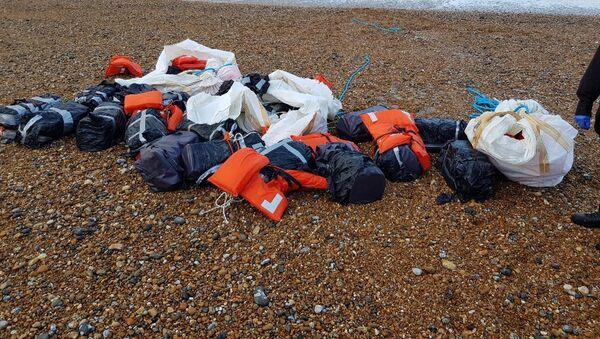 Lô hàng cocaine trên bờ biển Sussex, Anh. - Sputnik Việt Nam