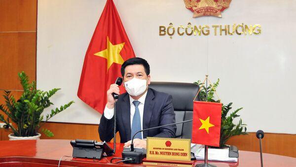 Bộ trưởng Nguyễn Hồng Diên tại cuộc điện đàm với Bộ trưởng Yasutoshi Nishimura.  - Sputnik Việt Nam