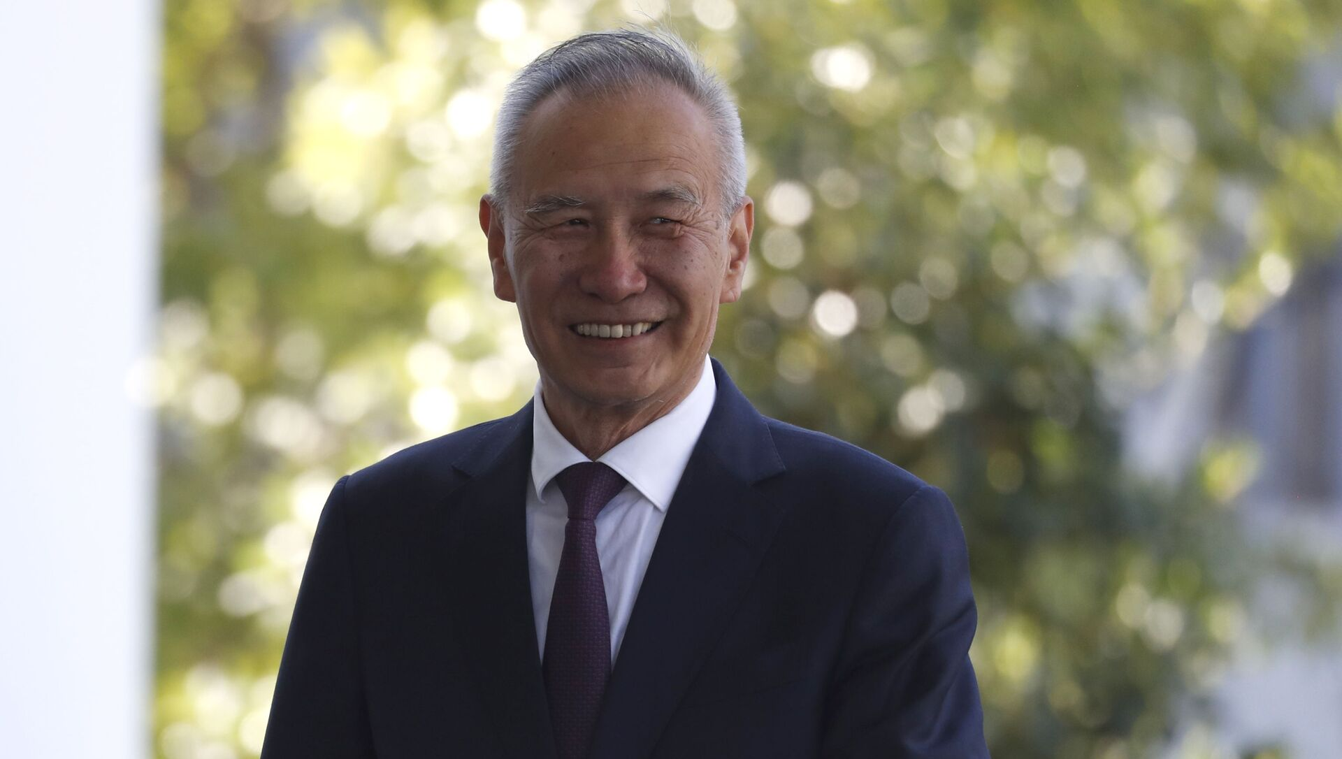 China's Vice Premier Liu He arrives at the West Wing for a meeting with President Donald Trump, Friday, Oct. 11, 2019, at the White House in Washington.  - Sputnik Việt Nam, 1920, 27.05.2021
