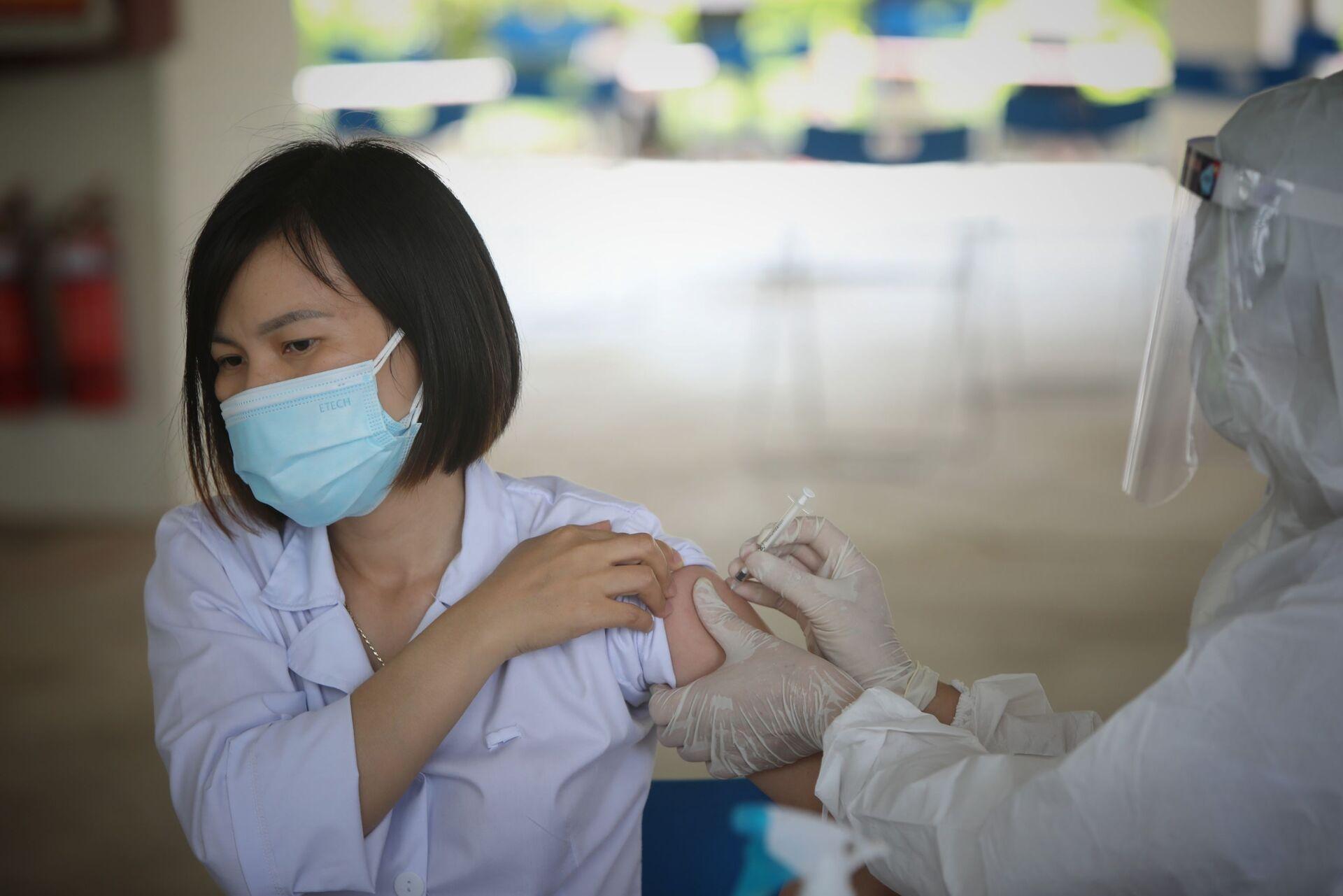 Việt Nam 'chạy' chiến dịch vaccine lớn nhất lịch sử, huy động cả Quân đội - Sputnik Việt Nam, 1920, 15.06.2021