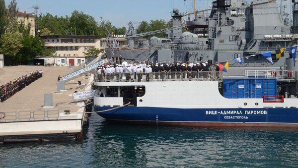 Tại Sevastopol, tàu chở dầu Phó đô đốc Paromov đã được tiếp nhận vào thành phần Hạm đội Biển Đen. - Sputnik Việt Nam