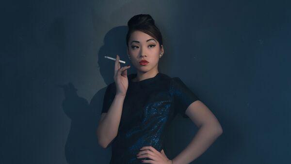 Cô gái hút thuốc lá. - Sputnik Việt Nam
