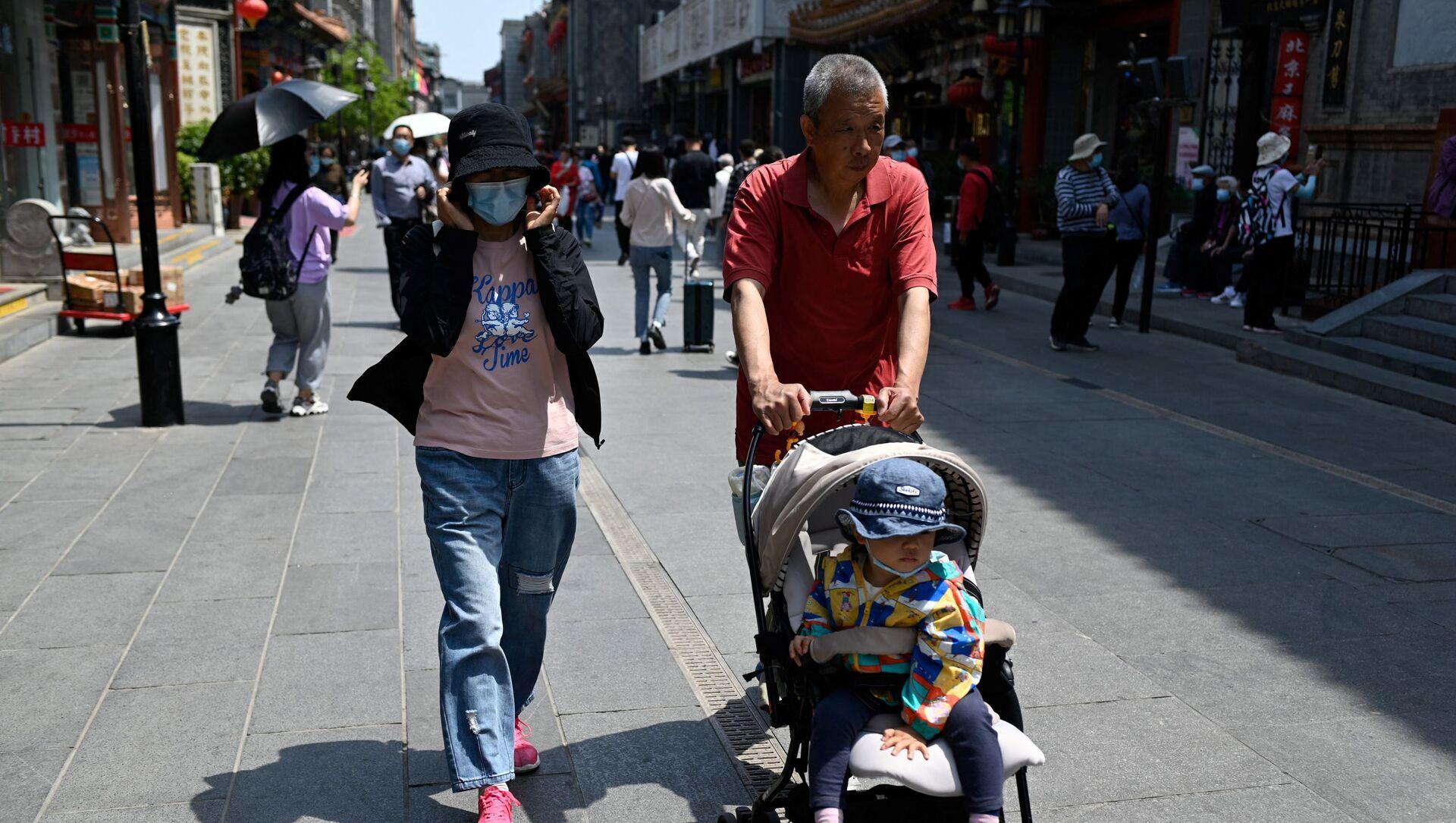Một gia đình có con ở Bắc Kinh, Trung Quốc. - Sputnik Việt Nam, 1920, 31.05.2021