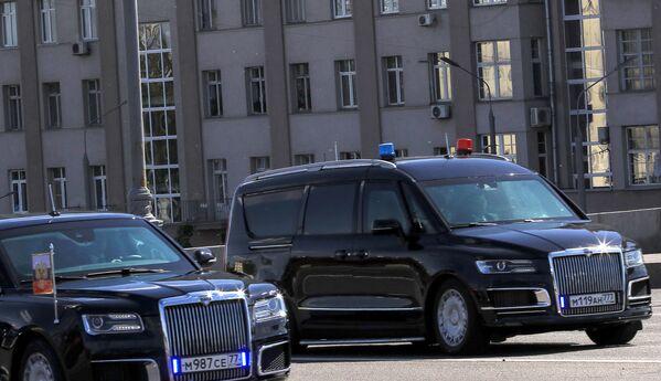 """Xe ô tô của dự án """"Kortezh"""" Aurus và xe minivan """"Arsenal"""" thuộc đoàn công xa Tổng thống Nga - Sputnik Việt Nam"""