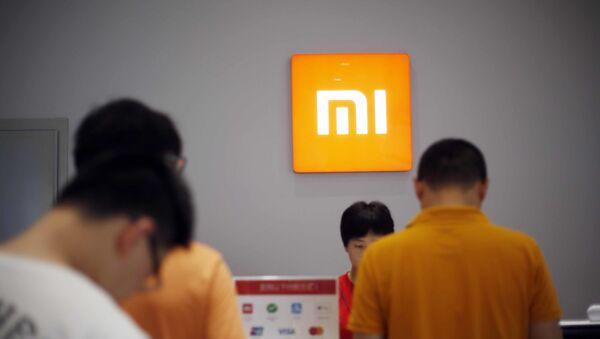 Người hàng mua thiết bị Xiaomi ở Thượng Hải, Trung Quốc. - Sputnik Việt Nam