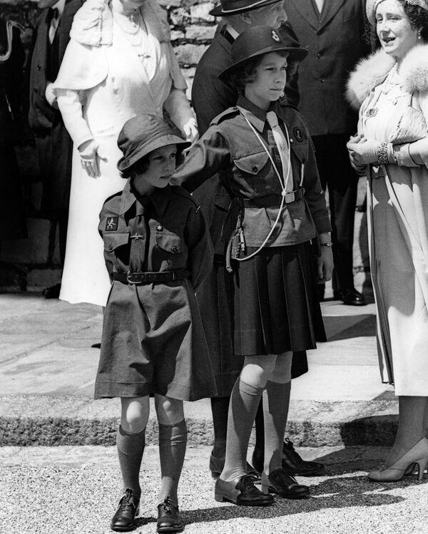 Công chúa Margaret và Elizabeth năm 1938 - Sputnik Việt Nam
