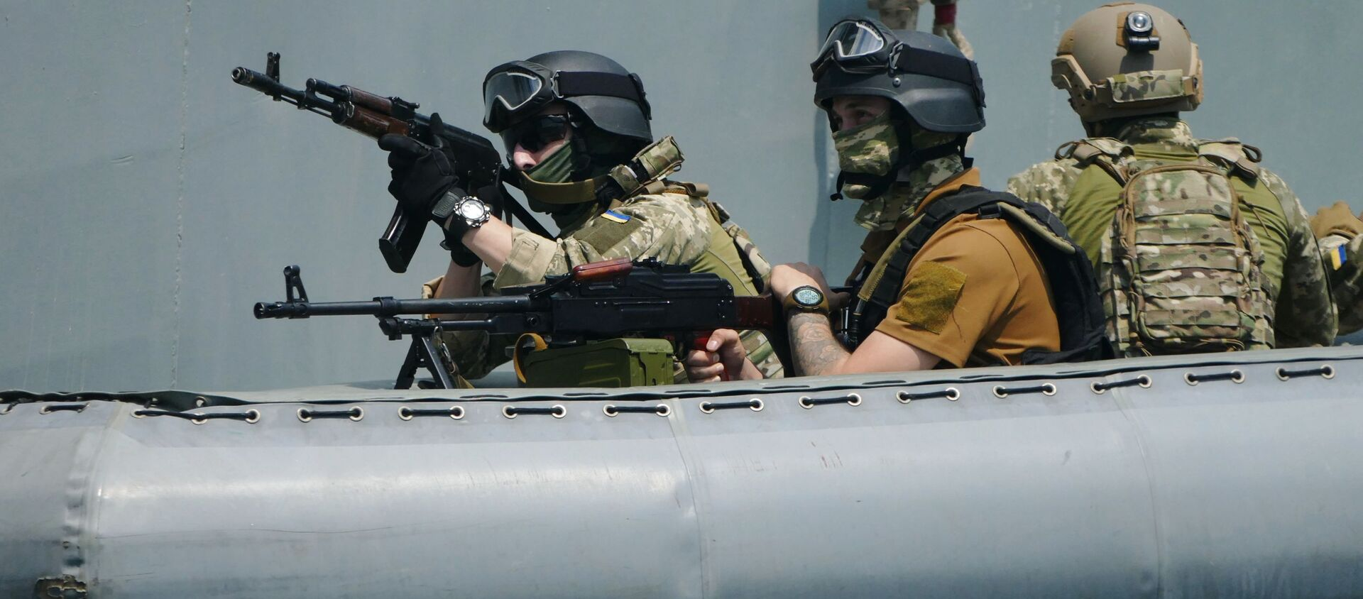 Các binh sĩ tập luyện hành động chống chiếm tàu ở Biển Đen trong khuôn khổ cuộc tập trận quốc tế Sea Breeze. - Sputnik Việt Nam, 1920, 02.06.2021