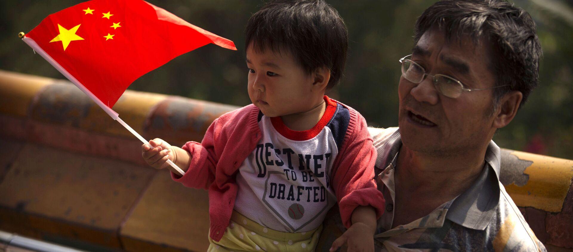 Người đàn ông với đứa trẻ - Sputnik Việt Nam, 1920, 05.06.2021