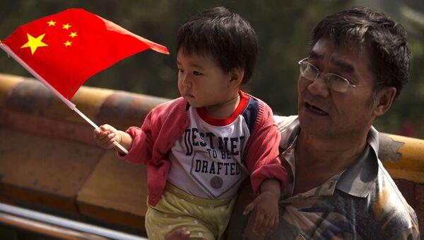 Người đàn ông với đứa trẻ - Sputnik Việt Nam