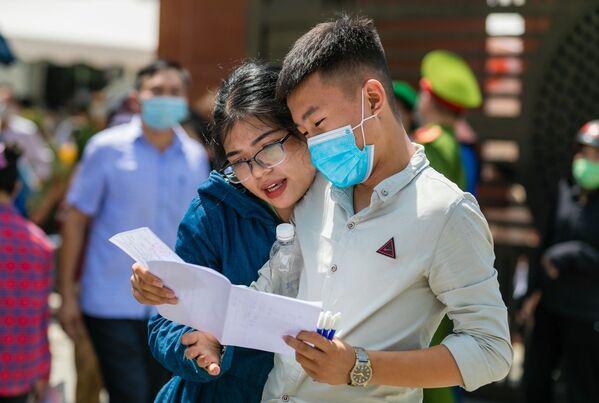 Kỳ thi tuyển sinh vào lớp 10: Thí sinh tỉnh Nghệ An kết thúc môn thi Ngữ Văn Sáng 03/06 - Sputnik Việt Nam