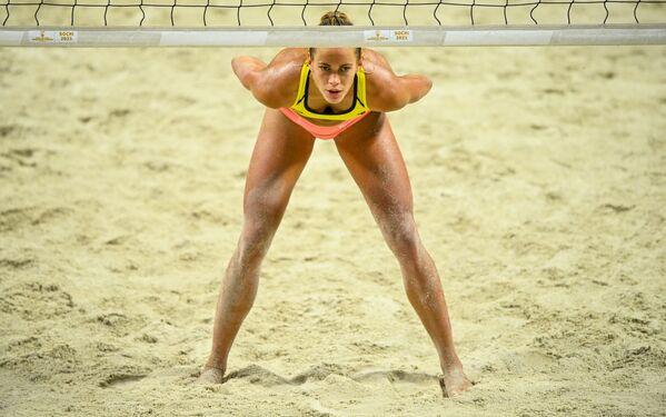 Tina Graudina trong một trận đấu tại Giải bóng chuyền trên bãi biển thế giới FIVB diễn ra ở Sochi - Sputnik Việt Nam