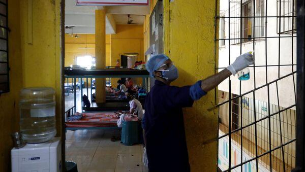 Khử trùng phòng điều trị bệnh nhân COVID-19 ở Mumbai - Sputnik Việt Nam