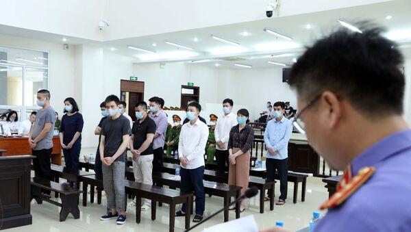 Các bị cáo nghe đại diện Viện Kiểm sát trình bày bản luận tội và đề nghị mức án. - Sputnik Việt Nam